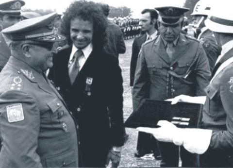 Roberto Carlos mostra toda sua admiração pelo ditador Augusto Pinochet