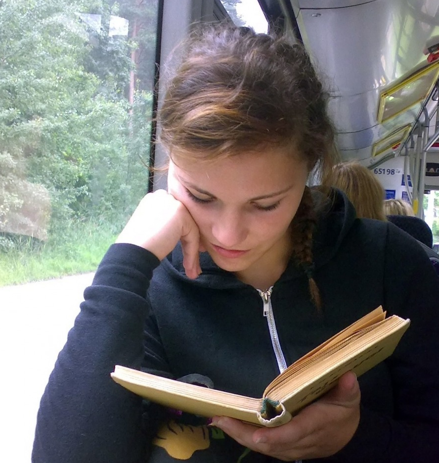 Na Romênia, cidade dá passagem gratuita no transporte coletivo para quem lê livros