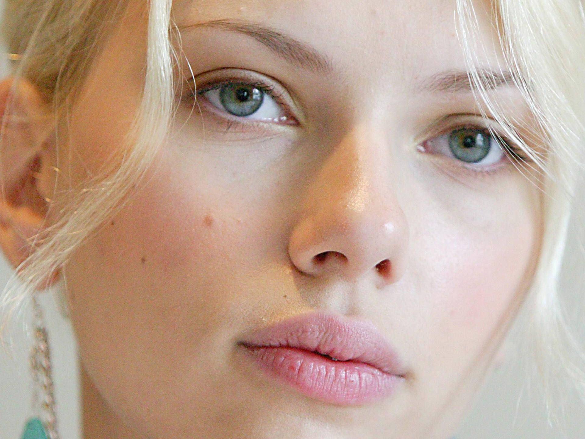 scarlett-johansson-sexy-beauty-eyes-hd-wallpapers