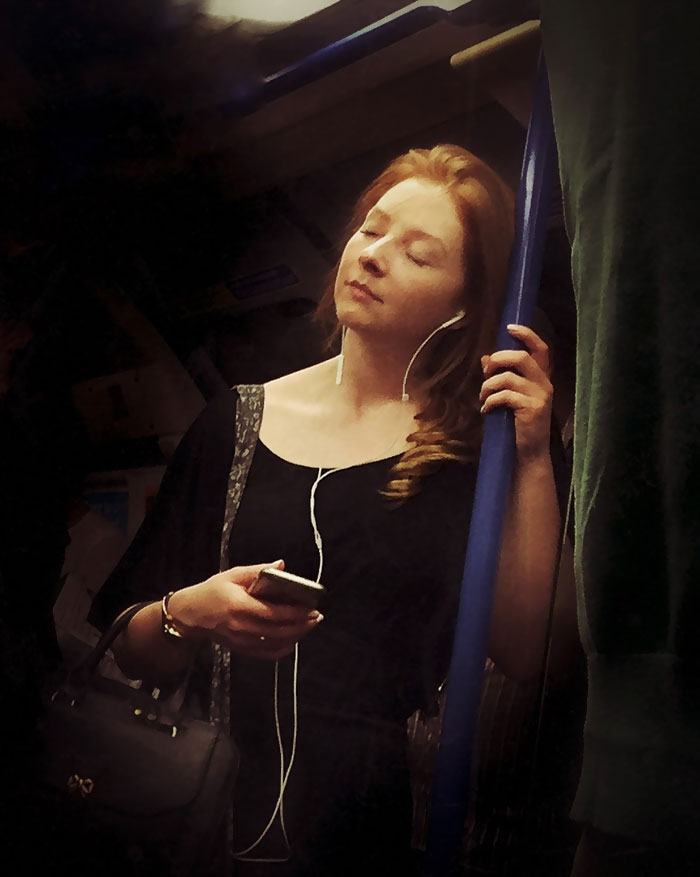 secret-subway-portraits-16th-century-tube-passengers-matt-crabtree-4-57626c75b3041__700