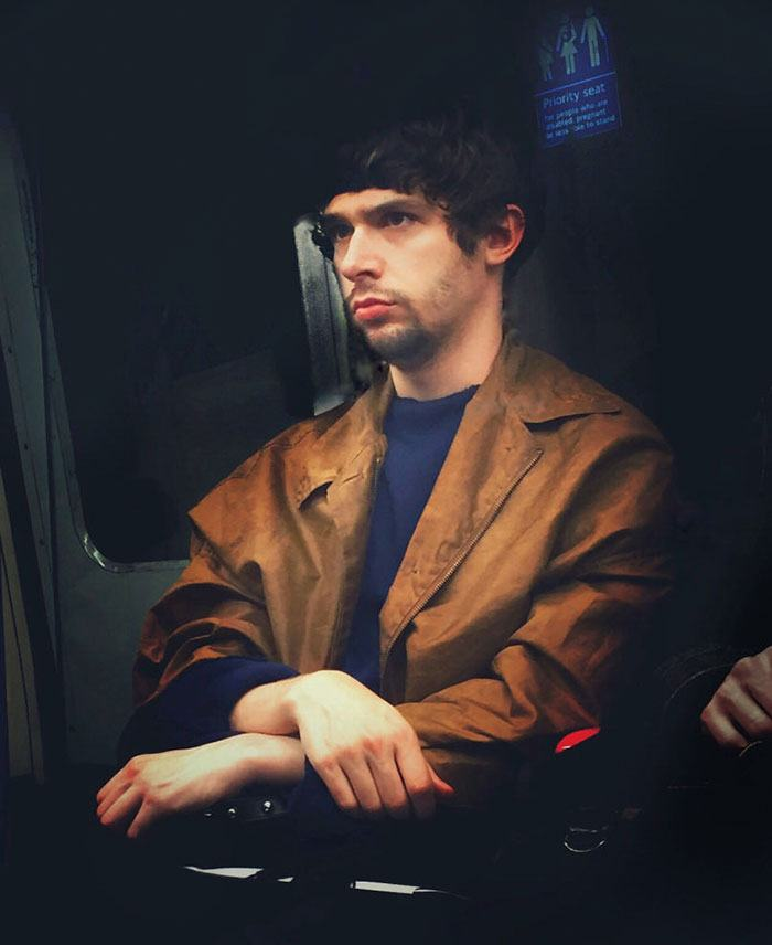 secret-subway-portraits-16th-century-tube-passengers-matt-crabtree-7-57626c7cbb9b3__700