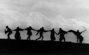 Cena do filme 'O Sétimo Selo': será que Bergman contou seis também?