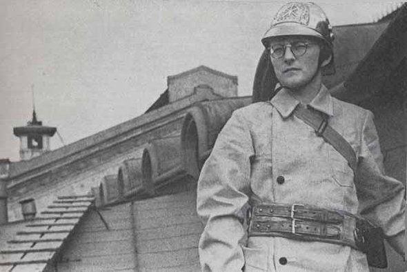 Como bombeiro, durante a Segunda Guerra Mundial
