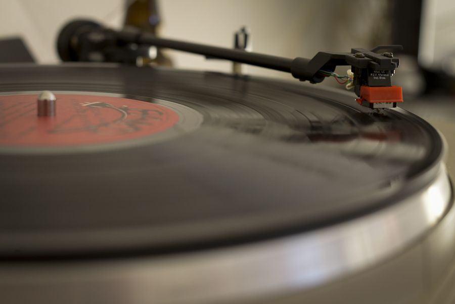No dia do falso aniversário do LP, a longa polêmica com o CD